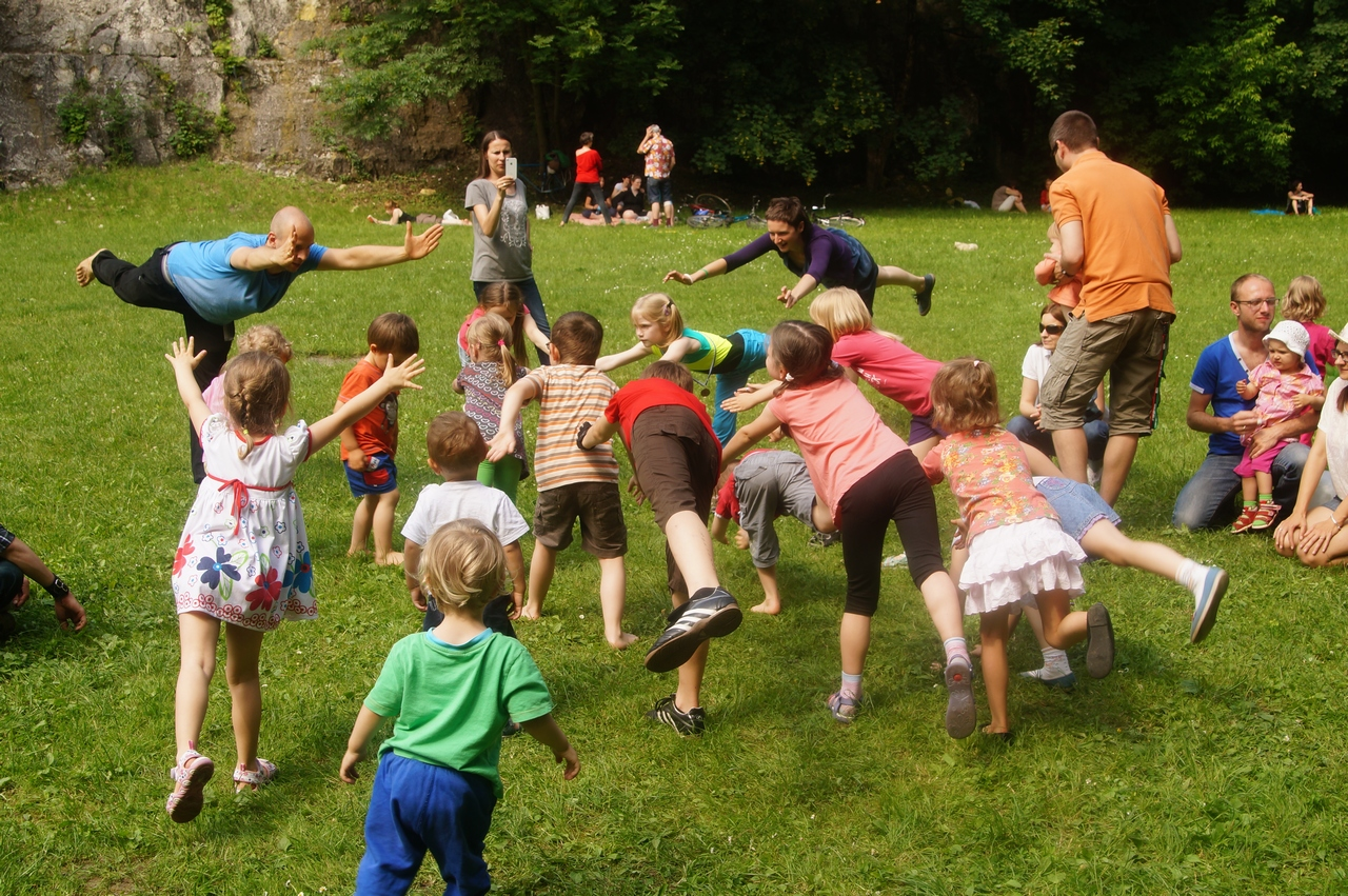 ParkuJeMyEko - joga dla dzieci, stójka