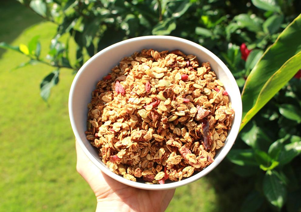 granola pecans